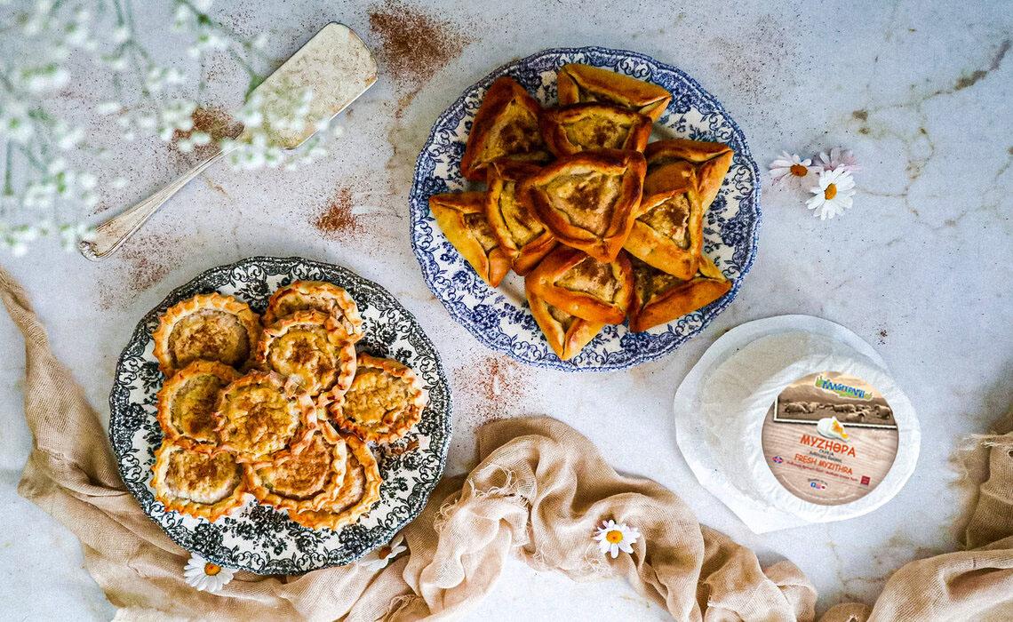 Παραδοσιακά Κρητικά Καλτσούνια Λυχναράκια και Ανεβατά με γλυκιά Μυζήθρα