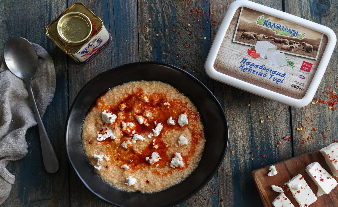Τραχανάς με πάπρικα και Παραδοσιακά Κρητικό τυρί
