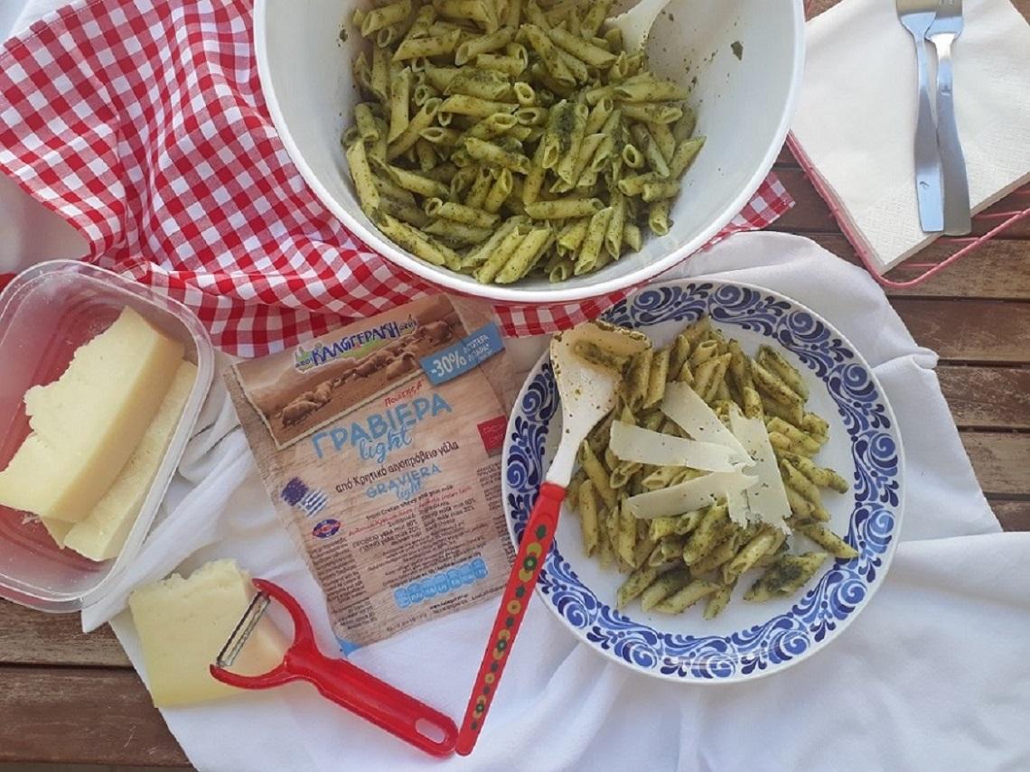 Pesto αλά ελληνικά με φιστίκι Αιγίνης και Κρητική Γραβιέρα Light