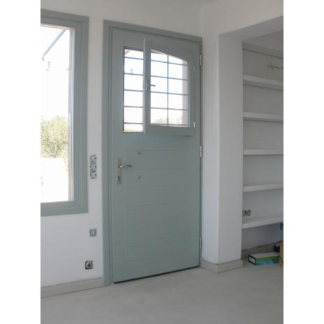 Πόρτα εισόδου με ένα ταμπλά