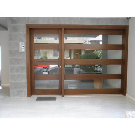 Πόρτα είσόδου κλιμακοστασίου, με κρύσταλλο ενδιάμεσα