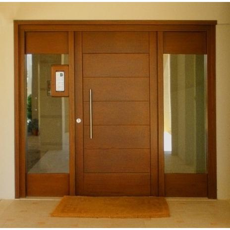 Πόρτα εισόδου (οριζόντιες τραβέρσες φαρδιές, ξύλινα καϊτια)