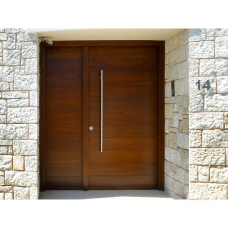 Πόρτα εισόδου με ένα ταμπλά (οριζόντιες τραβέρσες φαρδίες)