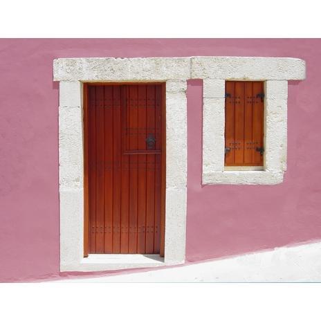 Παραδοσιακή πόρτα εισόδου καρφωτή με πανωπόρτι