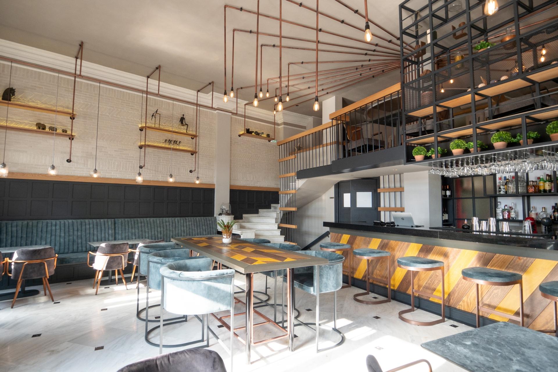 LONDOS CAFE-8