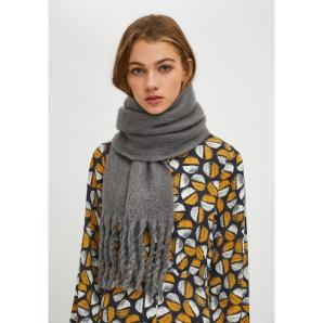 Compañía Fantástica GREY SOFT KNITTED SCARF WITH FRINGE DETAIL