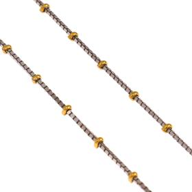 Αλυσίδα βενετσιάνα σε λευκό χρυσό με χρυσές μπίλιες.