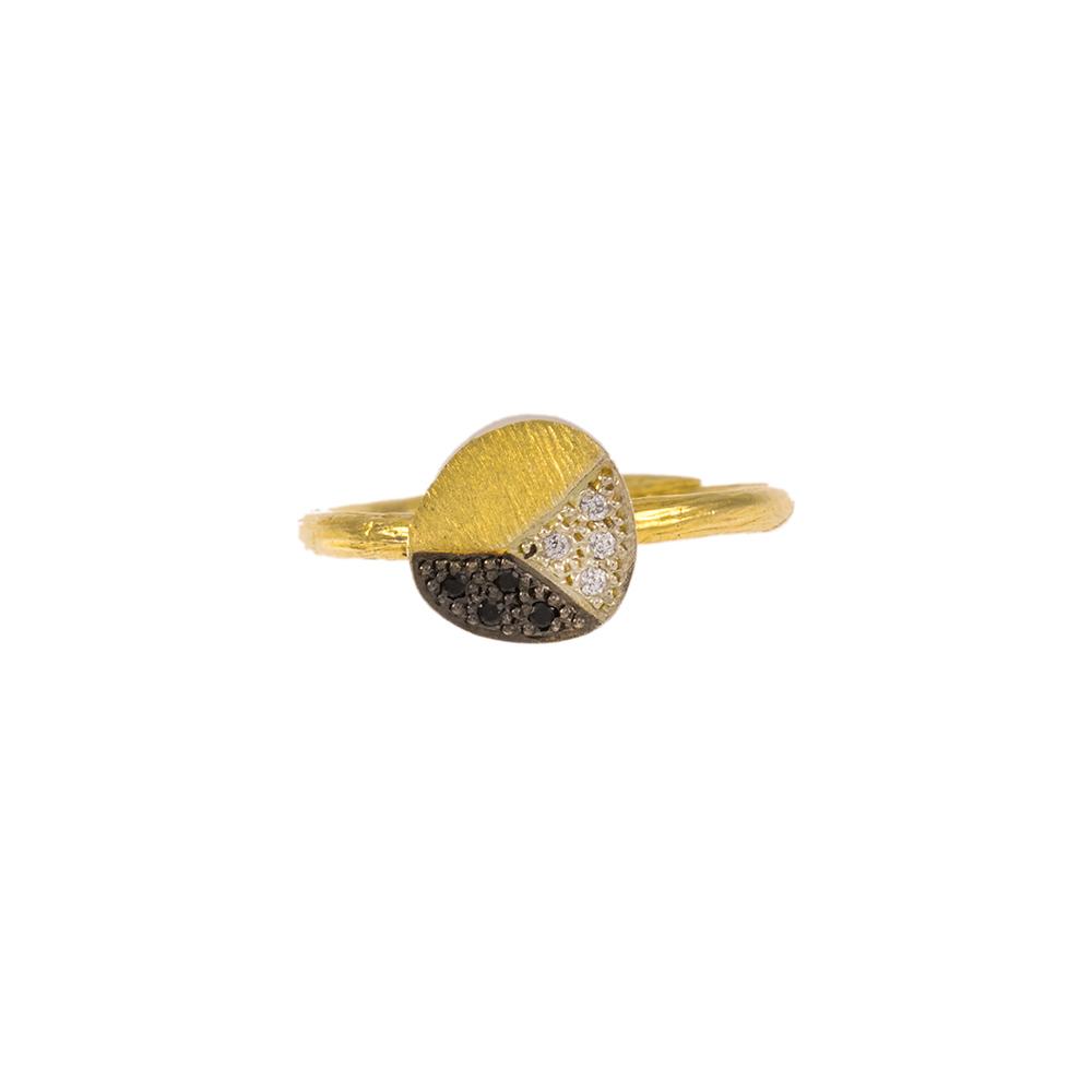 Δακτυλίδι σε κίτρινο χρυσό 14ΚΤ με μαύρα και λευκά ζιργκόν.