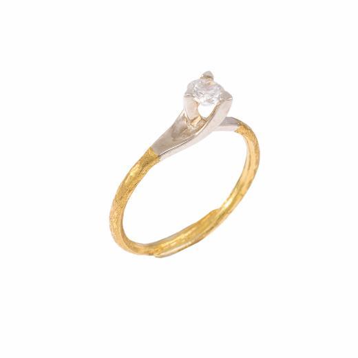 Δακτυλίδι  μονόπετρο σε κίτρινο και λευκό χρυσό 18ΚΤ με διαμάντι 0.19ct