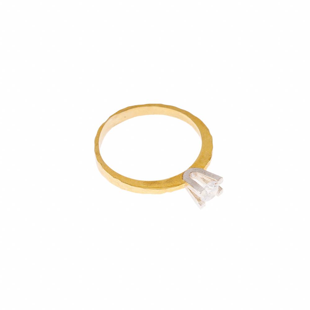 Δακτυλίδι  μονόπετρο σε κίτρινο και λευκό χρυσό 18ΚΤ με διαμάντι 0.17ct