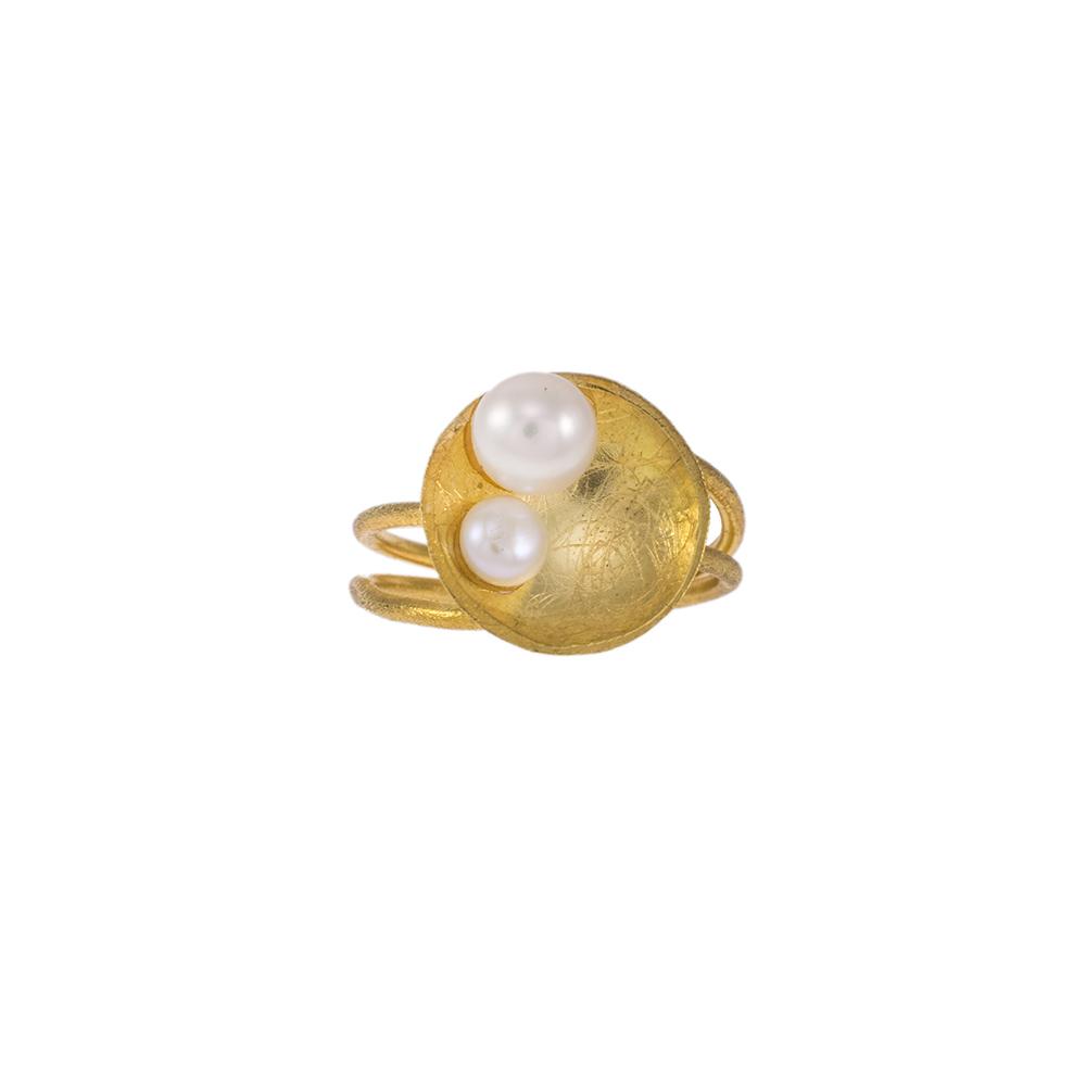 """Δακτυλίδι """"CAVES"""" σε ασήμι επιχρυσωμένο με μαργαριτάρια."""
