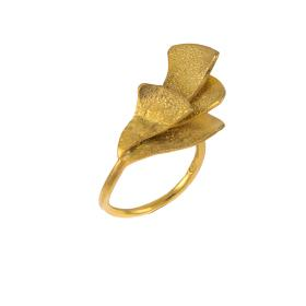 Δαχτυλίδι σε ασήμι επιχρυσωμένο με πλάγια  όψη φύλλων .