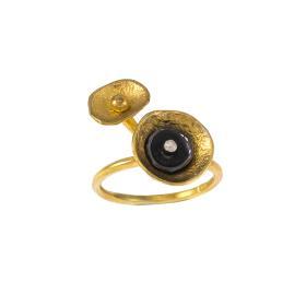 Δαχτυλίδι σε ασήμι επιχρυσωμένο και ασήμι με μαύρη πατίνα.
