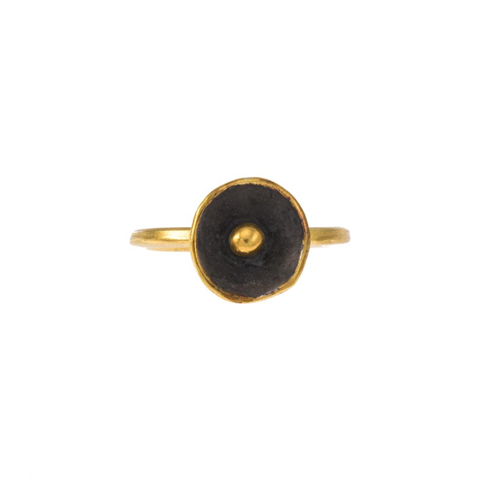 """Δαχτυλίδι """"CAVES"""" σε ασήμι επιχρυσωμένο και ασήμι με μαύρη επιριδίωση."""