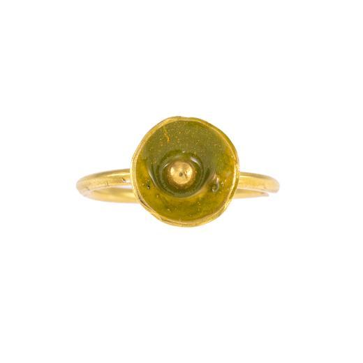 """Δαχτυλίδι """"CAVES"""" σε ασήμι επιχρυσωμένο με πράσινο σμάλτο."""