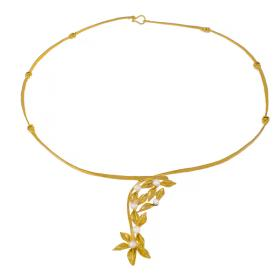 """Κολιέ """"FLOWERS""""  σε  κίτρινο χρυσό 14ΚΤ με μαργαριτάρια."""
