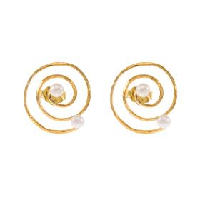 """Σκουλαρίκια """"ANCIENT DISPOSITION""""  σε κίτρινο χρυσό 14ΚΤ με μαργαριτάρια."""