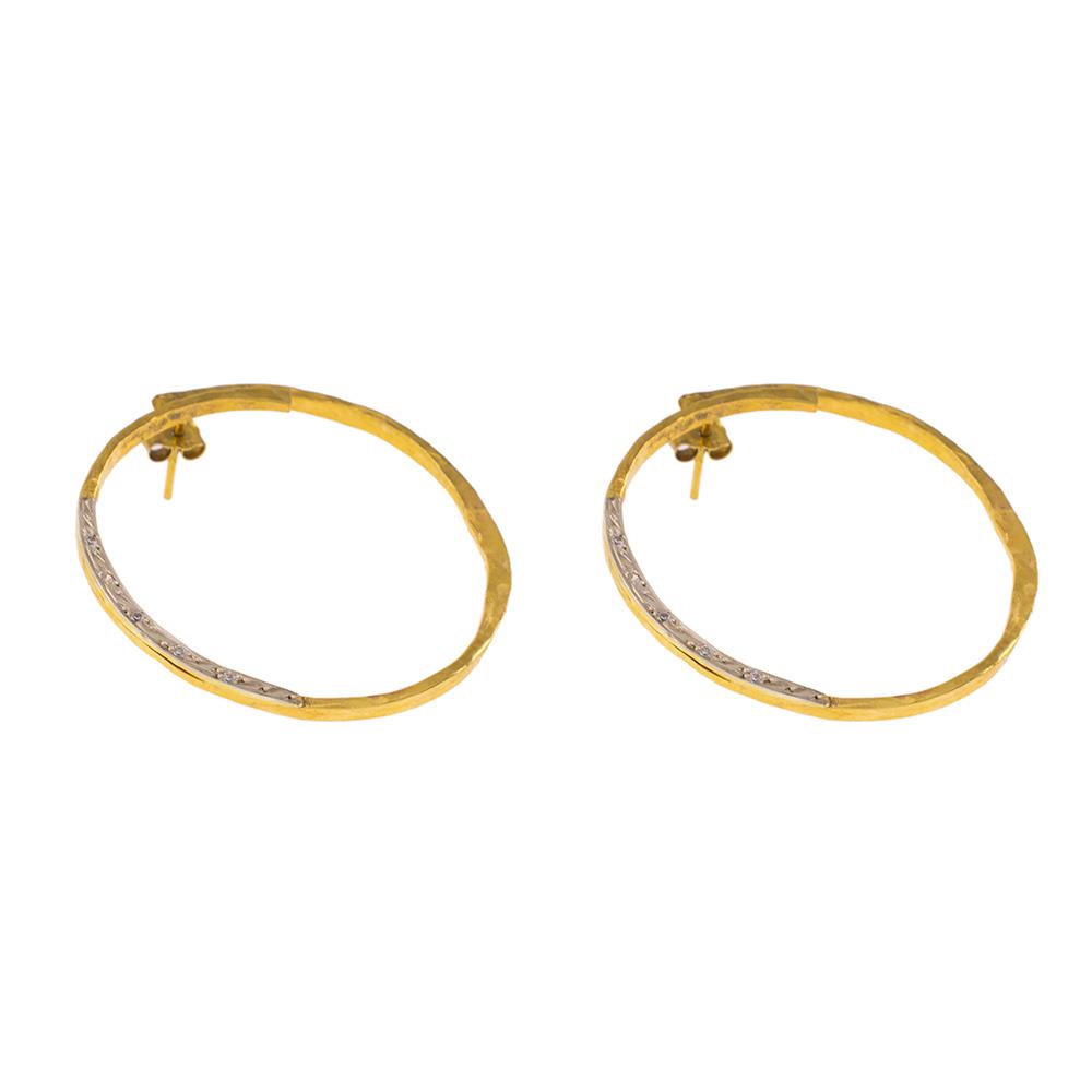 """Σκουλαρίκια """"LINKS"""" σε κίτρινο χρυσό 14ΚΤ σε σφυρήλατη επιφάνεια με  ζιργκόν."""