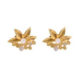 """Σκουλαρίκια """"FLOWERS"""" σε κίτρινο χρυσό 14ΚΤ με μαργαριτάρια."""