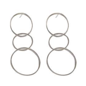 """Σκουλαρίκια """"CYCLE""""  ασύμμετροι κρίκοι   σε ασήμι ."""